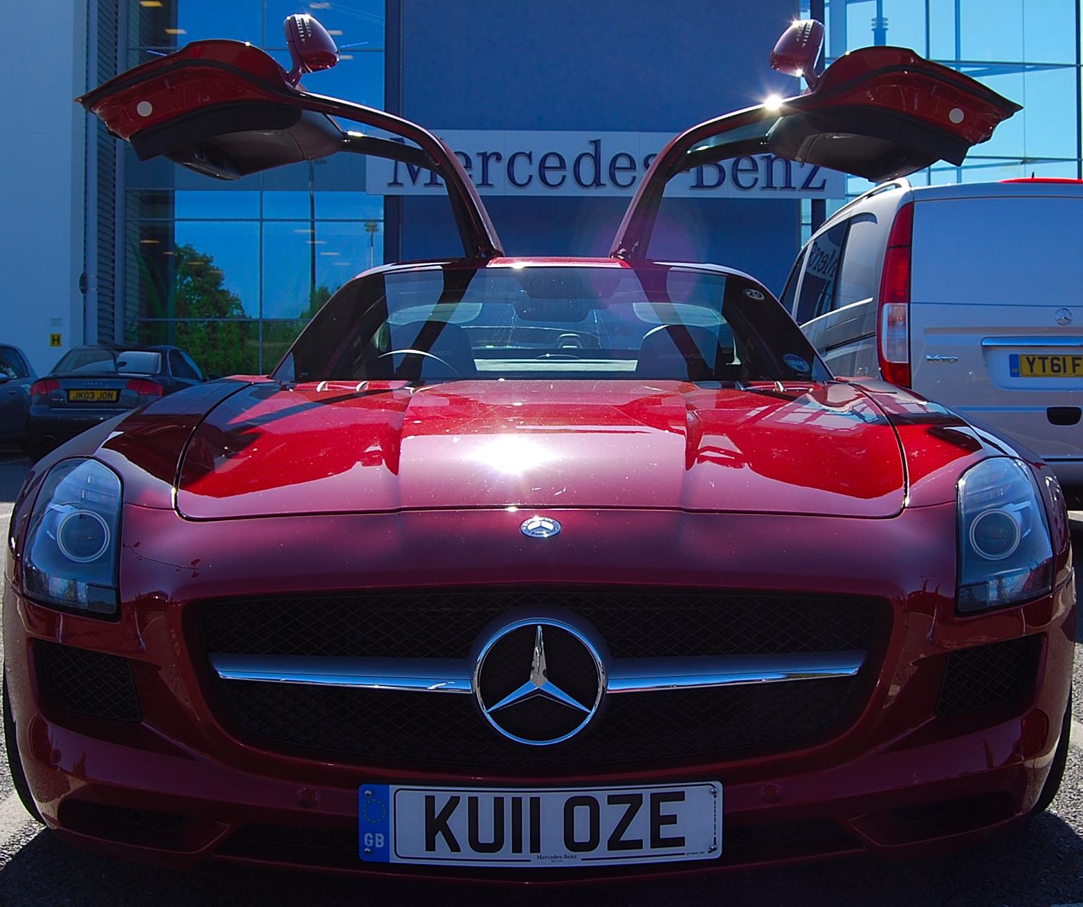 Mercedes Sls Amg: Mercedes SLS AMG Vs Mercedes SL 63 AMG. Both Driven