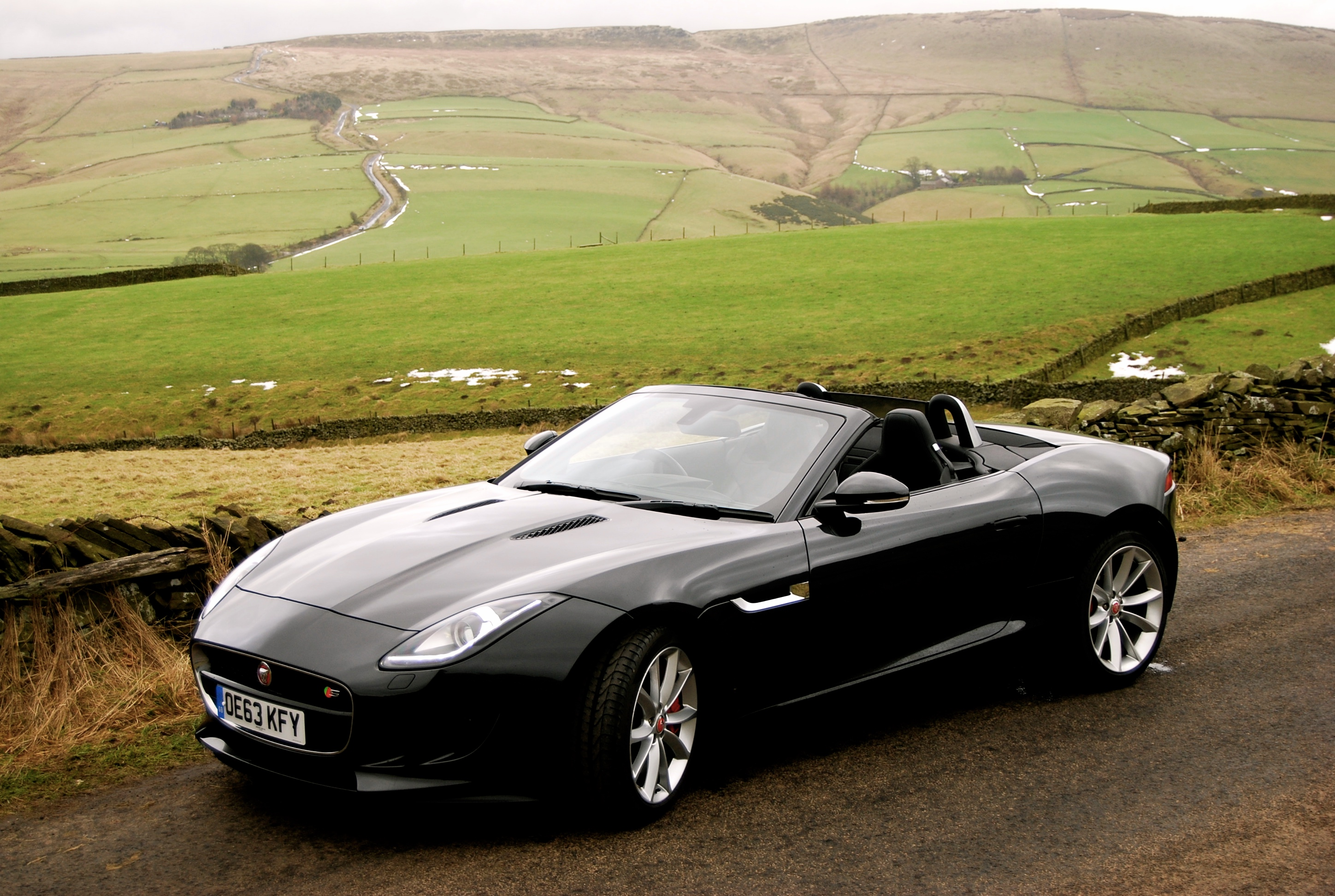 jaguar f type s convertible automatic driven and reviewed. Black Bedroom Furniture Sets. Home Design Ideas